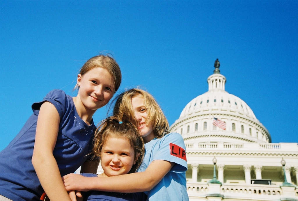 kids in front of Capitol